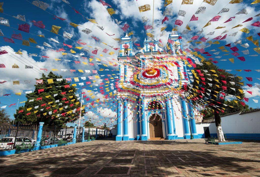 День 6. Сан-Кристобаль-де-лас-Касас – Сан-Хуан-Чамула (15 км) – Водопад и древний город Паленке (190 км).