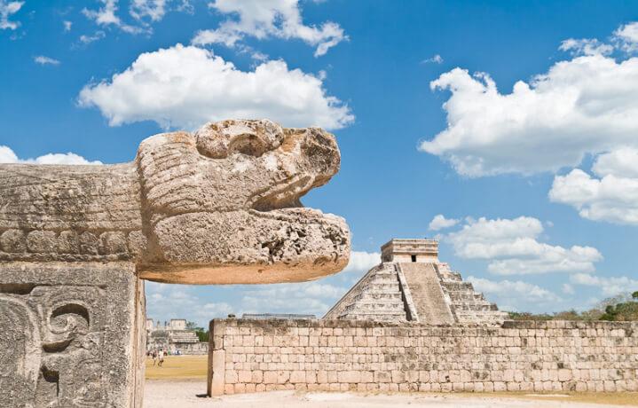 День 6. Мерида – Чичен-Итца (130 км) – Сенот Ик-Киль – Канкун/Ривьера Майя (220-280 км).