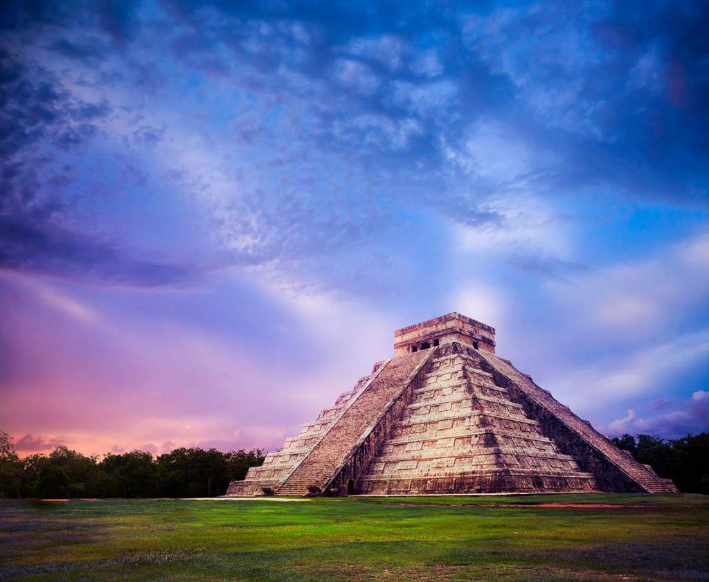 День 9. Мерида – седьмое чудо света Чичен-Итца (130 км) – подземное озеро Ик-Киль – Канкун/Ривьера Майя (220-280 км).